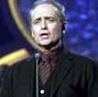 Image: Carreras singing 'Spanish Eyes' at Leipzig Gala